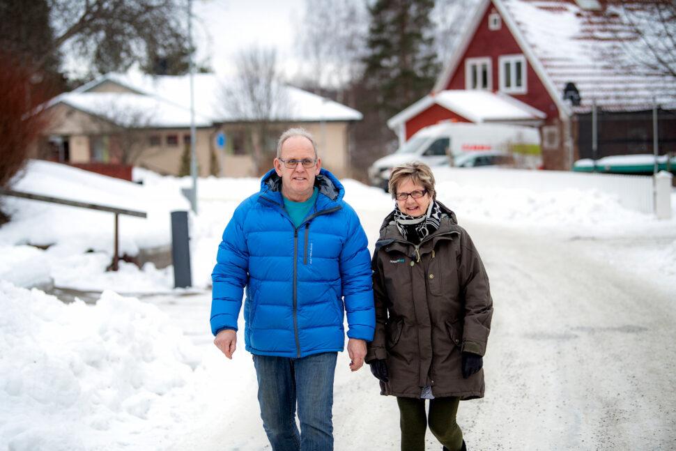Fritiden använder Hans Hedström till att bygga upp hälsan, bland annat med promenader med hustrun. Foto: Ulf Palm