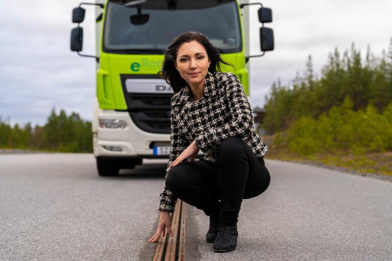 Evias vd Josephine Adorelle vid Eroad Arlanda mellan Arlandas fraktterminal och Postnords logistikområde i Rosersberg.
