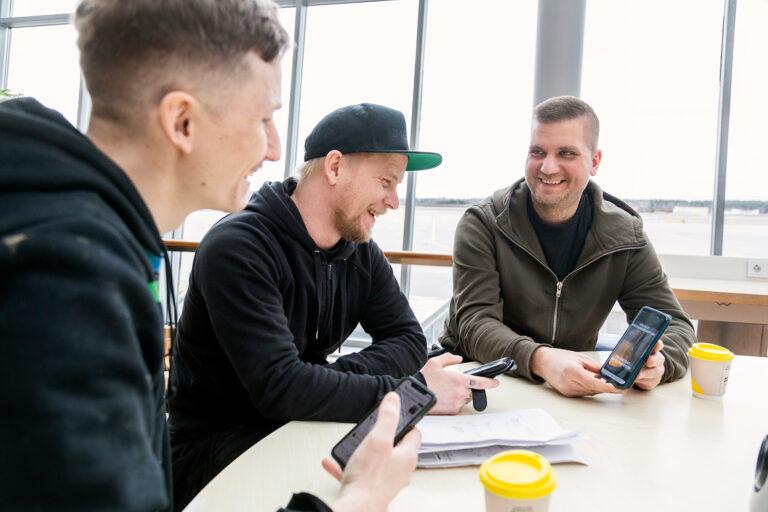 Delar av gänget bakom Rörmokare utan gränser: Alexander Norén, Tobias Heyman och Niklas Gustafsson, alla VVS-montörer på Radiator VVS i Märsta. Foto: David Lagerlöf