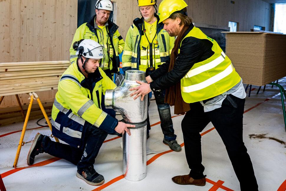 Praktiskt handhavande med Ventabs Mikael Holmstedt, Bo Sjöfjord, Bo Malmström och instruktören Jarl Bengtson från Climate Recovery. Foto: Sören Håkanlind